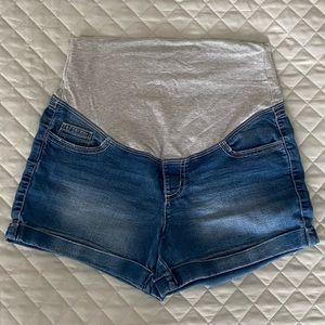 ✨3 for $65✨ Maternity Denim Shorts